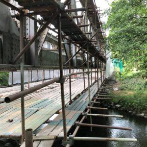 Zvedání železničního mostu v Oloví